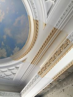 Ceiling Design Living Room, Bedroom False Ceiling Design, Interior Design Living Room, Luxury Decor, Luxury Interior, Cornice Design, Gypse, Home Decoracion, Ceiling Medallions