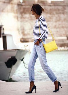 Blusa de manga com lsitras, calça jeans com barra dobrada, scarpin preto Boyfriend Jeans, Pantalones Boyfriend, Mom Jeans, Who What Wear, Mode Style, Style Me, Estilo Navy, Outfits 2014, Casual Chique