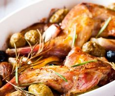 Rabbit with olives and rosemary, 167 calories per serving Coupez ce lapin en morceaux et Rabbit Eating, Rabbit Food, How To Cook Rabbit, Carne, Rabbit Dishes, Clean Eating, Wild Game Recipes, Easy Recipes, Dehydrated Food