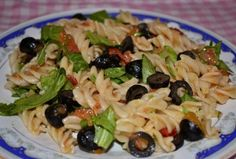 Paste cu rosii si rucola Pasta Salad, Dinner Recipes, Ethnic Recipes, Food, Crab Pasta Salad, Cold Noodle Salads, Meals, Noodle Salads, Yemek