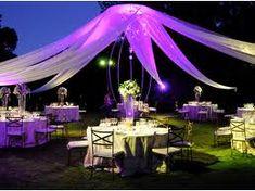 ¡Hermosa decoración para una boda de noche!