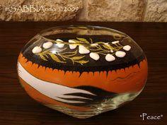 inSABBIAndo - Sand Art: PEACE, scultura bifacciale in vetro con sabbia colorata.