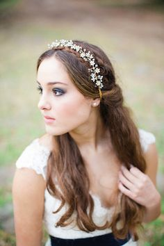 Twigs and Honey headpiece | Izzy Hudgins Photography + Ivory and Beau | see more on: http://burnettsboards.com/2014/07/12-ways-accessorize-wedding-dress/