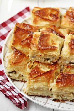 Food and drink vegetarian Gourmet Recipes, Snack Recipes, Snacks, Empanadas, Quiche, Sweet Pastries, Turkish Recipes, Perfect Food, I Love Food