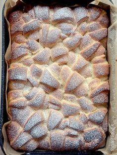 Soft mascarpone brioche with lemon and cardamom pastry cream Best Italian Recipes, Unique Recipes, Sweet Recipes, Brioche Recipe, Brioche Bread, Italian Cake, Italian Desserts, Biscotti, Friend Recipe