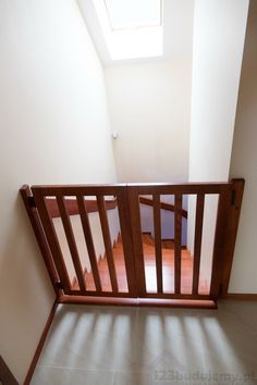 Bramki na #schody schody bezpieczne dla dziećmi - Schody, Klatka Schodowa, Parter, Poddasze, Schody Zabiegowe, Schody Betonowe, Schody Drewniane, Wyspa, Okładzina Schodów, Dębowe Schody, Stopnie Drewniane, Barierka, Furtka, Bramka