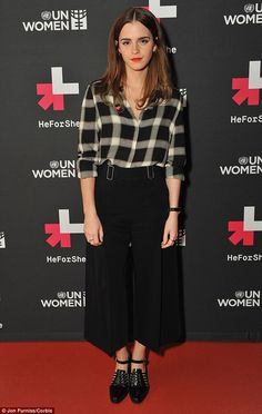 Emma Watson Speaks Out For and Photo Good on her! Emma Watson always makes us so proud. The British starlet put on her hat as UN Women Global Goodwill Ambassador and participated in… Fashion Looks, Beauty And Fashion, Star Fashion, Fashion Trends, Vestidos Emma Watson, Emma Watson Estilo, Emma Watson Casual, Emma Watson Outfits, Pantalon Large