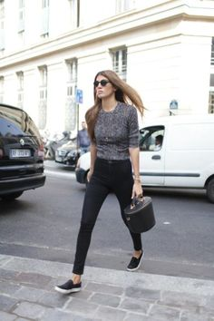 Black high waist jeans, grey shirt, round sunglasses and black slip on sneakers.