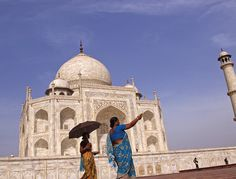 Visit India and tour the famous Golden Triangle of Dehli, Agra and Jaipur. One of the essential India tours for anyone looking to visit the most iconic destinations.