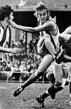 It takes a special footballer to be recognised as one of the best to have ever played in both SANFL and VFL.This marvel went by the name of Malcolm Blight Football Season, Football Players, Australian Football, Football Hall Of Fame, St Kilda, National Football League, Best Player, Back In The Day, Melbourne
