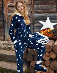 Penye Mood 8421 Overalls will make you redefine comfort when you wear this cozy and stylish set. Summer Pajamas, Cute Pajamas, Girls Pajamas, Pajamas Women, Cuddle Duds, Cosy Outfit, Pajama Day, Lounge Wear, Models
