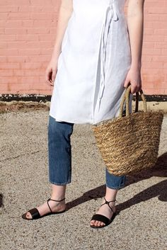How To Wear White Linen For Summer Eileen Fisher Collection Cropped Jeans Woven Straw Basket Bag Black Flat Sandals Minimal Style Le Fashion Blog