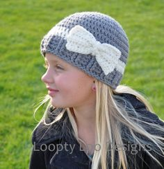 Girl Crochet Striped Hat With Bow, Beanie, Grey Hat, Cream hat, Girl bow hat--Sizes 12 MONTHS AND UP (additional colors available) Crochet Bows, Crochet Kids Hats, Crochet Cap, Crochet Beanie, Diy Crochet, Crochet Crafts, Yarn Crafts, Crochet Projects, Knitted Hats