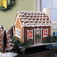 Best Gingerbread House Kit, Royal Icing Gingerbread House, Gingerbread House Designs, Gingerbread Cookies, Christmas Cookies, Royal Icing Recipe With Egg Whites, Royal Icing Cookies Recipe, Caramel Syrup Recipe, Ginger Bread House Diy