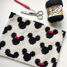 Mickey Zipper Pouch The Mickey Zipper Pouch is crocheted using the modified single crochet stitch for tapestry crochet which creates straight vertical lines of stitches. You can learn how to do th… - Mickey Zipper Pouch Crochet Shell Stitch, Single Crochet Stitch, Crochet Stitches, Knit Crochet, Cotton Crochet, Tapestry Crochet Patterns, Crochet Purse Patterns, Crochet Ideas, Knitting Patterns