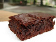 The Best Fudgy Paleo Brownies (Easy Recipe!) I have experimented with several Paleo brownie recipes, but this one tops the list by far. They come out of the oven very moist and chewy. Brownie Recipes, Paleo Recipes, Low Carb Recipes, Real Food Recipes, Cooking Recipes, Yummy Food, Tasty, Easy Recipes, Paleo Brownies