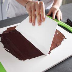 Cake Decorating - How To Apply Edible Cake Art Pistachio Torte Recipe, Strawberry Torte Recipe, Raspberry Torte, Chocolate Torte, Frozen Chocolate, German Torte Recipe, Chocolat Gianduja, Apple Torte, Patisserie Fine