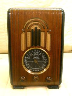 Old Antique Wood Zenith Vintage Tube Radio - Restored & Working w/ Black Dial