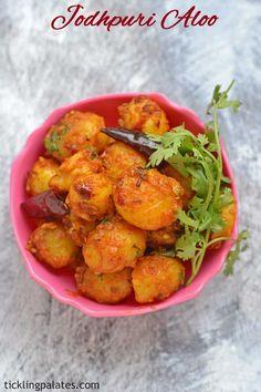 jodhpuri aloo - a lip smacking side dish with baby potatoes in just 15 mins.  #vegan #glutenfree