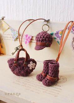 crochet mini casquette and mini boots and mini bag