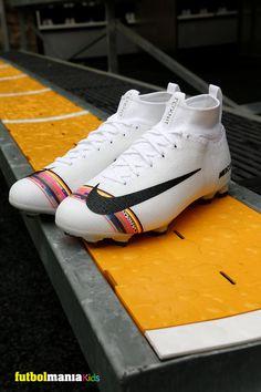 d13c4478 Botas de fútbol con tobillera Nike Mercurial Superfly VI Elite FG Jr.  Pertenecen a la