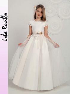 Girls Dresses, Flower Girl Dresses, Communion Dresses, Origami Flowers, First Communion, Lovely Dresses, Frocks, Kids Fashion, Party Dress