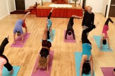 Yoga in 10: Energize with Steve Ross