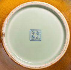 045、A YELLOW - GLAZED WITH GEM - POWDER JAR Qing Dynasty, Yong Zheng (1723 - 1735) 38.5 cm. (15 1/8 in.) High - 雍正宝石黄釉太白尊.jpg (1000×988)