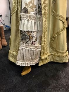 trim and details. Voyager Outlander, Outlander Book, Costumes Outlander, Costume Hollywood, Terry Dresbach, Scottish Clothing, Outlander Season 2, Diana Gabaldon Outlander, Lolita Cosplay