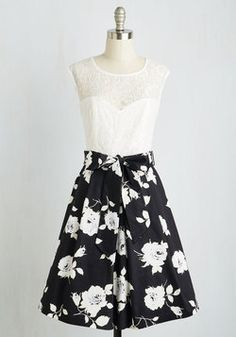 Dresses - Nuanced Narrator Dress in Black Bouquet