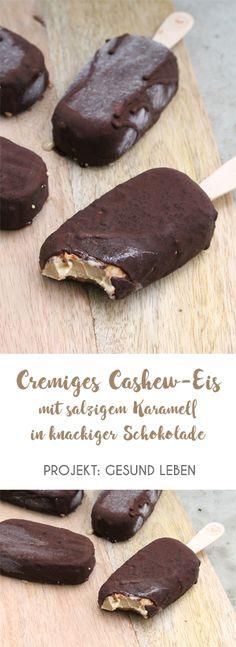 #allthingsvegan Cremiges Cashew-Eis mit salzigem Karamell in knackiger Schokolade: Cashewmus, Mandeldrink, Kokosblütensirup, Vanille, Datteln, Salz, Kokosöl, Kakao.