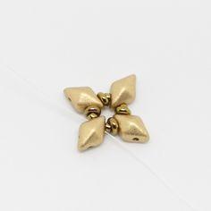 Tutoriel DIY étape 1 boucles d'oreilles printemps avec perles en verre Ava beads, crescent beads, toho beads et cristaux Swarovski