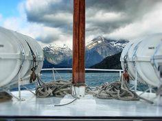 """""""Cabos"""". En un barco navegando por el lago Mascardi, Bariloche, Argentina. Foto tomada por mí :)"""