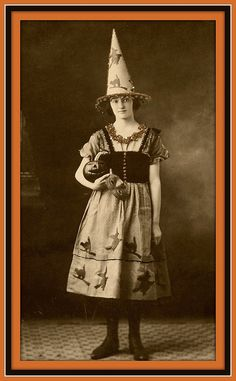 I want this darling 1920s gal's fabulous witch costume so, soooooo much! #Halloween #vintage #witch #costume #retro #portrait #1920s | http://best-happy-halloween-days.blogspot.com