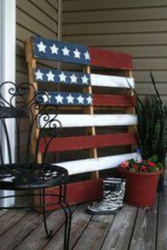 American flag pallet...ohhhh I REALLY want one!!