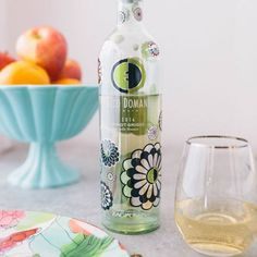 Enhance the tropical fruit flavors and crisp, refreshing finish of our Pinot Grigio with a side of fresh fruit! ‪#‎EccoDomani‬ ‪#‎PinotGrigio‬ ‪#‎Peach‬ ‪#‎Fruit‬ ‪#‎Winetime‬