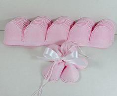 FIore portaconfetti rosa in tela aida, bomboniera per Nascita, Battesimo, Matrimonio, Comunione e Cresima. Disponibile da C&C Creations Store