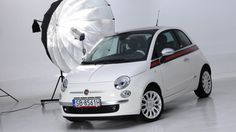 Już najzwyklejszy Fiat 500 to kwintesencja włoskiego stylu. W wersji by Gucci to auto staje się jego synonimem.