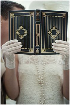 Love the gloves and pearls for this art deco wedding.