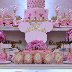 Festa de hoje: Minnie Princess para a Alice no Magic Point!  Buffet: @buffetmagicpoint Decoração: @douceenfant  Personalizados papelaria: @mimosseluxos Fotografia: @krikafotos  e @markaimagens  Filmagem: @i9filmeskids Doces Personalizados: @mimosedeliciasgo Bolo: @carolmarcelinobolos Iluminaçao: @uniproducao Flores e arranjos de mesa: @heliolsilva Lembranças: @luckbrind Vestido: @viafloraforgirls  #douceenfant#douceenfantatelierdefestas #kidsparty #decoracaoinfantil #festademenino…