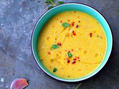 Gele Courgette soep met pijnboompitten