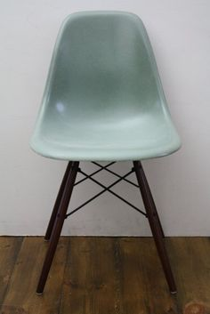 Love this color of Eames chair!
