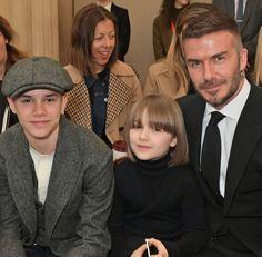 Harper Beckham debuts chic fringed bob at London Fashion Week- HarpersBAZAARUK Victoria Beckham Harper, Harper Beckham, David And Victoria Beckham, David Beckham Family, David Beckham Style, Beckham Haircut, Brooklyn Beckham, Celebrity Kids, Anna Wintour