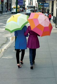This might be a good rainy season project for all the broken umbrellas we have... Give an old umbrella a bright new look with an all new cover.