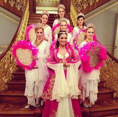 Henna night decoration- kina gecesi masa dekorasyonu- pink- sparkle- yellow flowers- table decor- event/ davet- nisan- birthday/ kina tahti - mor - purple- buse terim in kinasi- details- detaylar - kina davetiyesi- invitation card- sait halim pasa yalisi- turkiye- istanbul- turkey- kaftan- culture- white- hen party -parti terim events by fulya terim