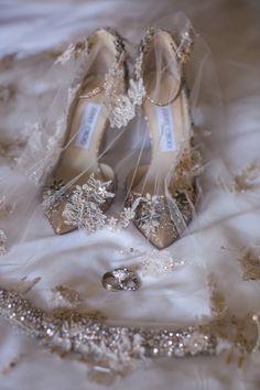 Golden Bridal Heels, Veil & Rings | Photo: Samuel Lippke Studios.