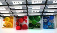 pojemniki na rzeczy (na literkę.../w kolorze..)
