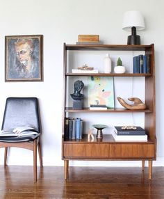 This is a vintage bookcase with four shelves and two drawers, made of walnut with a sculpted frame. This is a very versatile piece that can be used as a bookshelf, display cabinet, media storage.