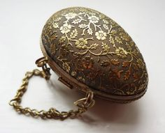 An absolutely stunning antique Victorian egg shaped thimble case / holder, possibly a chatelaine accessory