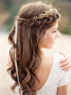 Braided hair with gold crown (Florals, dress & accessories: Spring Sweet) - Winter bridals in golden light by Spark & Wildflower (Styling) + Santiago Murillo (Photography) - via Magnolia Rouge (Model: Victoria Morin)
